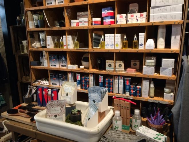 Quelques produits exposés dans le concept-store de l'Appartement Français © PL