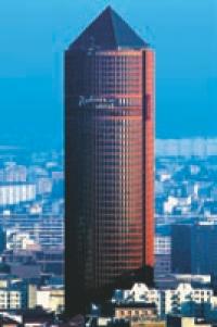 Situé à Lyon, le Radisson Blu est l'hôtel le plus haut d'Europe.