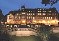 Situé à 35 km de Paris, le Château Montvillargenne propose 21 salons lumineux.