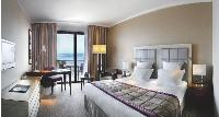 Les groupes hôteliers rivalisent d'ingéniosité afin de rendre le plus doux possible le séjour de leurs businesssmen stressés. Ici, le Hilton d'Evian-les Bains.