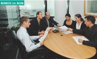 l'équipe «tender» est en charge de répondre aux appels d'offres. Ils sont tous polyglotte et voyagent beaucoup.