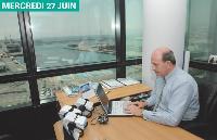 Au septième étage, son bureau dispose d'une vue superbe sur le port et encore et toujours à perte de vue, la Méditerranée.