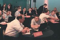 Durant toute la journée les vendeurs de SVO se sont retouvés autour de PC pour suivre la formation.