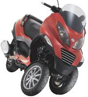 Business Bike n'offre que la gamme Piaggio: ici, le MP3 et ses trois roues.