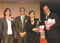 Anne Cordelier (Velux) a reçu le trophée des mains de Mehdi Hemici (Lucien Barrière), en compagnie de Sandrine Debuchy et Philippe Florentin (Courant Chaud).