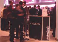 Lors du cocktail qui clôt ses rendez-vous clients, Autodesk leur propose de jouer à des jeux vidéo.