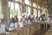 L'activité «Trophée des chefs«permet de mettre en compétition plusieurs équipes devant réaliser lin repas.