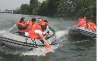 Plusieurs prestataires organisent des rallyes nautiques sur la Seine.