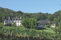 Près de Pau, le Domaine du Cinquau, ancienne exploitation viticole, accueille des événements d'entreprise autour d'une bâtisse de 600 m2 datant du XVIIe siècle.