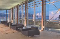 L'enseigne Pullman (Accor) est entièrement dédiée aux voyageurs d'affaires. Dès l'accueil, des «connectivity lounges», équipés d'écrans LCD et d'ordinateurs Dell, permettent de rester en contact avec son entreprise ou sa famille.