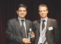 Stanislas Assuli (Fortis Assurances) s'est vu remettre le trophée des mains de Patrick Reboul (Sage CRM Solutions).