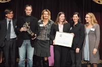 Jacques de La Guillonnière (Novelty) a remis le prix à l'équipe de Lecaméléon (Céline Brousse, à droite) et aux représentants de HP (dont Hélène Mader).