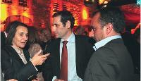 8- Sylvie Gallois, manager de l'année 2008 (2e place), en compagnie d'Alain Ducrocq et de Roderick Lançon, respectivement directeur général et directeur commercial d'Ajilon Sales & Marketing.