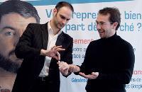 Julien Fremiot, magicien (à gauche), initie Jean-François Longy, directeur général et commercial de CyberCité, aux techniques d'approche d'un prospect.