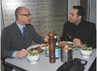 Le déjeuner est souvent l'occasion pour le directeur commercial de faire le tour des dossiers en cours avec son directeur général.