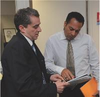 Jean-Jacques Cohen accompagne ses commerciaux lors de rendez-vous clients, puis procède à un débriefing.