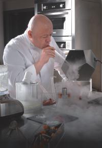Thierry Marx, chef réputé pour ses techniques scientifiques, a élaboré la carte du Foodlab à Paris.