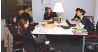 Agathe Bousquet, en réunion avec ses collaborateurs directs, de la direction du développement.