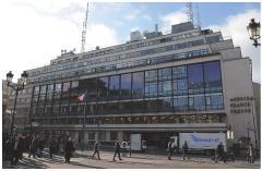 Ci-contre, le siège de l'agence située place de la Bourse à Paris.