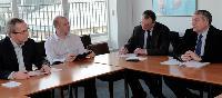 Ci-dessus, le comité de gestion, organe opérationnel de l'AFP, au sein duquel Erik Monjalous aborde les grands problèmes d'organisation de son service.