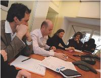Tous les lundis, Erik Monjalous rassemble ses managers pour une réunion. Les responsables commerciaux basés à l'étranger y sont présents grâce à un dispositif d'audioconférence.