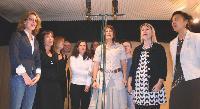 Les clients de PRT chantent à l'unisson aux Twin Studios.