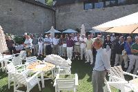 Après un café près sur le pouce, la journée est lancée, dans la cour du prieuré de Saily (Yvelines).