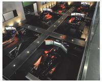 l-way propose une immersion dans l'univers de la course automobile, grâce à ses 18 simulateurs.