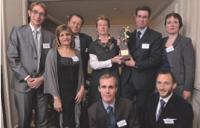 Philippe Perrier (Groupe Pierre & Vacances), à gauche, avec l'équipe de Mercuri, accompagnée de son client.