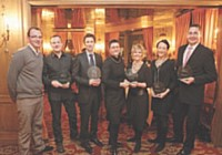 Les lauréats de l'édition 2010 de la E-Commerce Academy réunis au restaurant La Tour d'Argent.