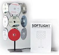 CRM Salesforce a conçu en 2009 un mailing composé de vieux CD de logiciels arrangés sous forme de lampe. Une action décalée qui joue sur le registre de l'humour.