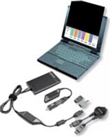 De haut en bas: filtre de confidentialité 3M, adaptateur Ultraslim AC/DC Combo de Lenovo.