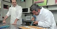 Christophe Renard, en tant qu'ex-pâtissier, apprécie de temps autre de mettre la main à la pâte.