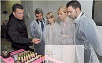 Les commerciaux sont impliqués à 100 %, de la dégustation à la réception, en passant par la présentation des produits.