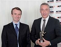 Guillaume Girard-Reydet, directeur national des ventes de Ricard, a reçu son prix des mains de Jérôme Rabuel, directeur avant-vente mobilité data chez Orange.