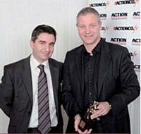 Patrick Krawczyk a reçu son trophée des mains de Claude Cordier, directeur marketing produits et services chez Sage.