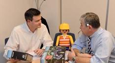 Le directeur commercial est en relation permanente avec Stéphane Drilhon, le directeur marketing.