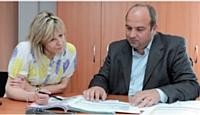 Régulièrement, Mario Pilato rencontre ses responsables commerciaux. Ici, avec Tania Helstroffer.