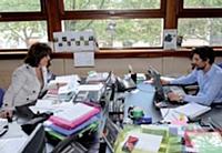 Marilyne Tardit, la chargée de mission, et Sébastien Gendry font le lien, depuis le siège, avec les commerciaux basés en région.