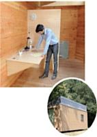 Sébastien Gendry visite un habitat en bois que son équipe devra vendre.