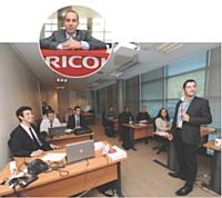 A la tête de l'école, Grégory Amazouz, chef des ventes, a pour mission d'encadrer, superviser et coordonner les journées des étudiants.