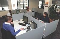 Les vendeurs prospectent par téléphone pour tenter de décrocher 24 rendez-vous par mois.