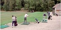 Les plus aguerris des participants s'entraînent pour le tournoi qui aura lieu l'après-midi.