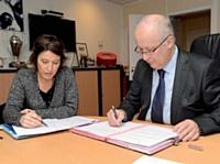 ... une réunion qu'il prépare avec Sophie Girault, son indispensable assistante.