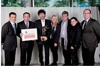 Les collaborateurs de l'agence Sensation! avec l'équipe de la Caisse d'Epargne Ile-de-France, son client. A gauche, Hervé Vauvillier (Groupe Lucien Barrière).