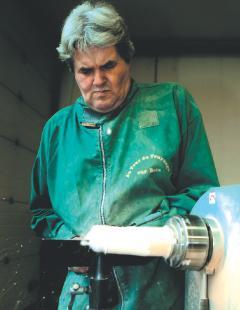 Meilleur ouvrier de France, Bernard Willmann transmet son savoir depuis six ans.