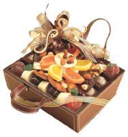 Cadeaux classiques par excellence, la boîte de chocolats et le vin sont personnalisables grâce à des coffrets.