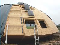 Une isolation performante Les parois ont une épaisseur de 30 cm, soit deux à trois fois plus que l'ossature en bois traditionnelle, déjà plus isolante qu'un bâtiment en béton.