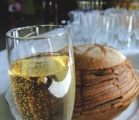 Attention, le champagne n'est pas autorisé sur le lieu de travail, seuls certains alcools le sont, comme la bière ou le vin.