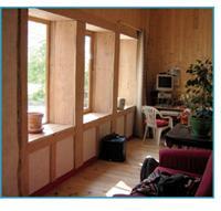 50 cm de mur L'ossature bois est de 2 x 4 cm, à quoi il faut ajouter l'épaisseur de la botte, comprise généralement entre 32 et 38 cm. Si l'isolation est excellente, l'inconvénient est fiscal, car les mètres carrés ainsi utilisés sont considérés comme habitables.
